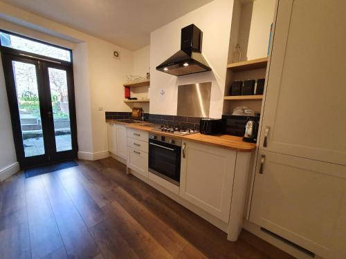 A kitchen or kitchenette at Bell Hill House by Cliftonvalley Apartments