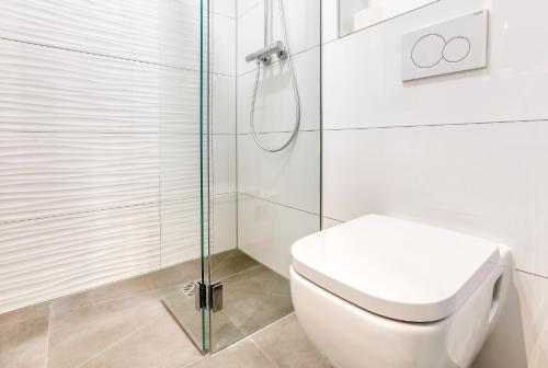 A bathroom at Smart Stay Hotel Station