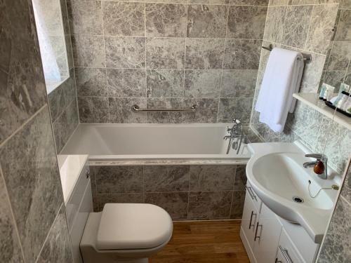 A bathroom at Lyndon Guest House