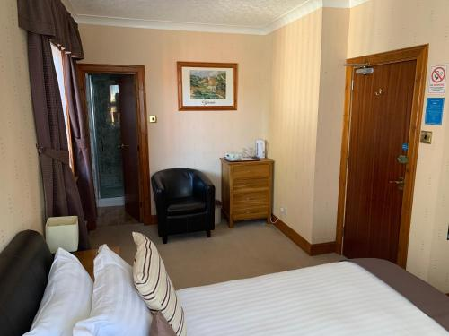 A bed or beds in a room at Lyndon Guest House