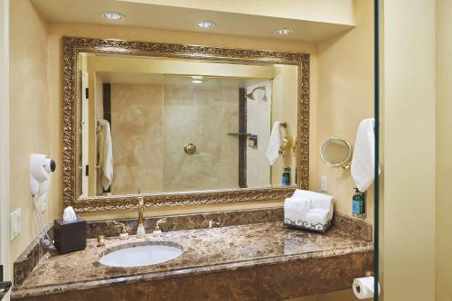 A bathroom at The Historic Davenport, Autograph Collection