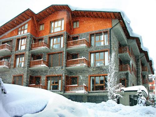 Apartamentos Solineu during the winter