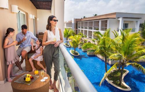 Vista de la piscina de Royalton Punta Cana, An Autograph Collection All-Inclusive Resort & Casino o alrededores