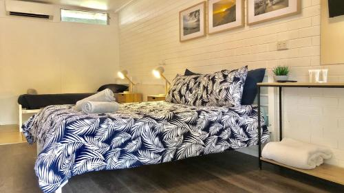 A bed or beds in a room at Nomads Noosa