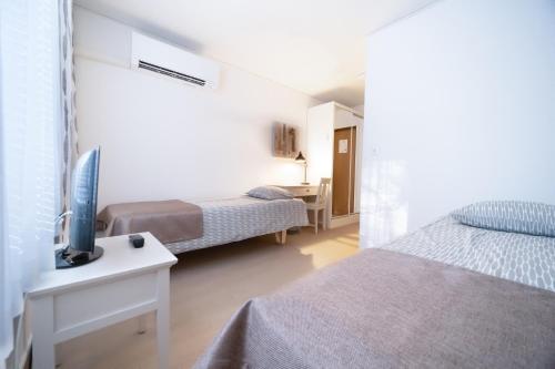 Vuode tai vuoteita majoituspaikassa Motelli Marjaana