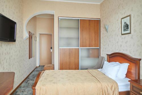 Кровать или кровати в номере Гостиница Алмаз