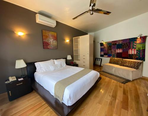 A bed or beds in a room at Hotel Villa Condesa