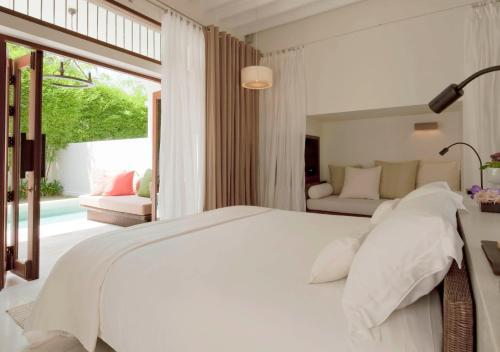 Postel nebo postele na pokoji v ubytování SALA Samui Choengmon Beach Resort - SHA Plus