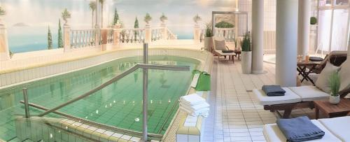 The swimming pool at or close to Residenz Hotel am Festspielhaus