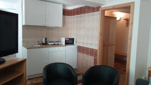 Kuchyň nebo kuchyňský kout v ubytování Kavárna Lucie s ubytováním