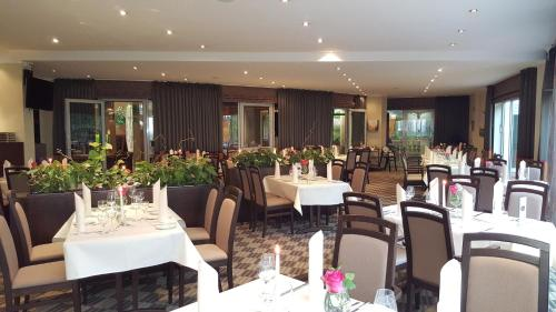 A restaurant or other place to eat at Residenz Hotel am Festspielhaus