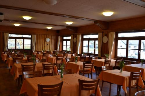 A restaurant or other place to eat at Albergo San Gottardo