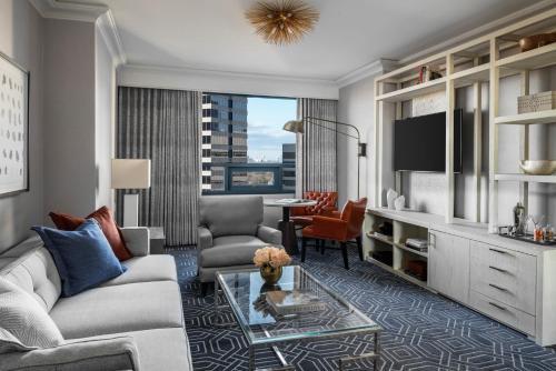 A seating area at Four Seasons Hotel Atlanta