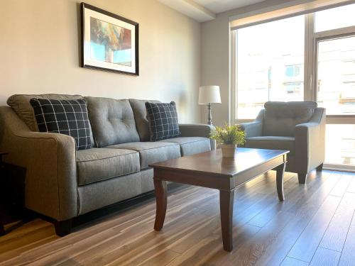 A seating area at 5th Street NW Apartments