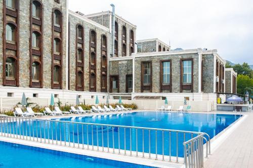 المسبح في فندق قفقاز كارفانساراي أو بالجوار