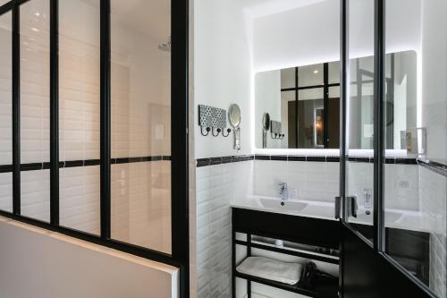 A bathroom at Relais Amadourien