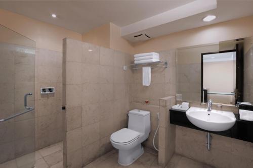 A bathroom at Grand Dafam Braga Bandung