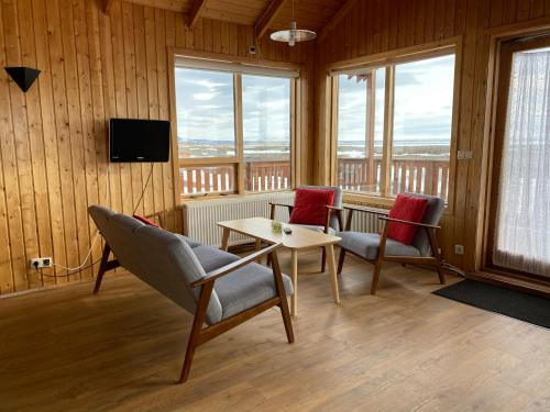 A seating area at Hlíd Cottages