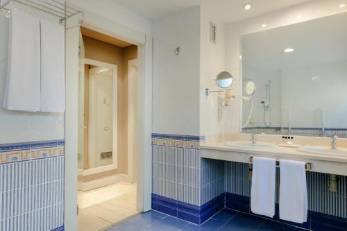 A bathroom at Hesperia Sevilla