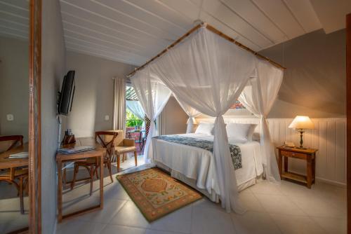 A bed or beds in a room at Pedra da Laguna Boutique Hotel SPA