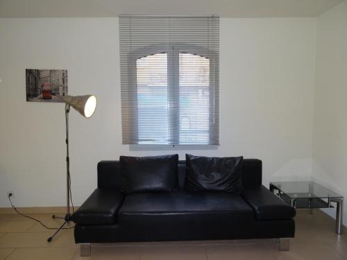 Een zitgedeelte bij Le Vieux Port Apartments