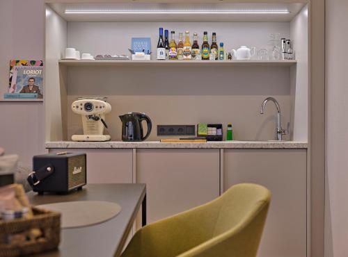 A kitchen or kitchenette at Classik Hotel Alexander Plaza