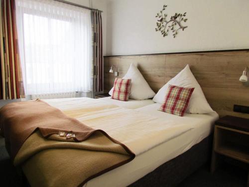 Ein Bett oder Betten in einem Zimmer der Unterkunft Hotel Restaurant Des Ardennes