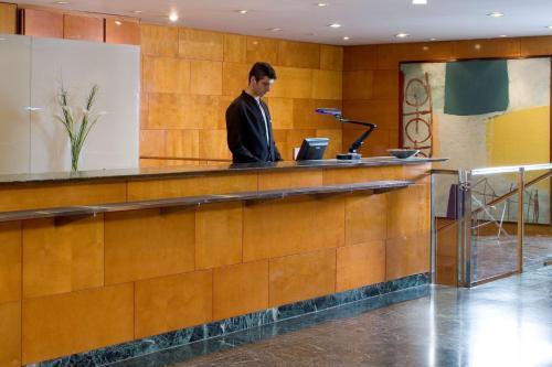The lobby or reception area at NH Ciudad de Valladolid