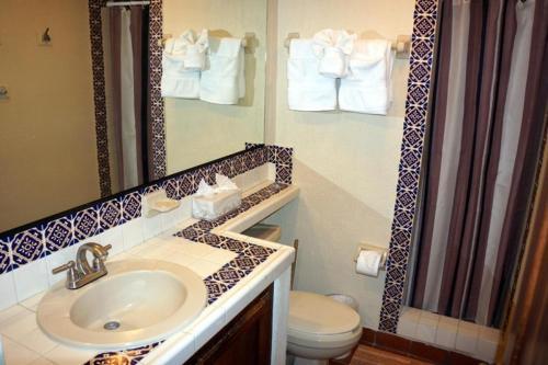 Un baño de Marina Sol #A308 - 1 Bedroom