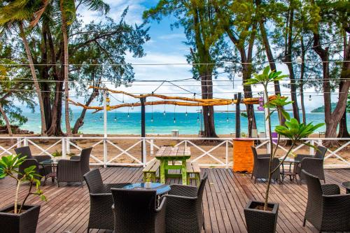 A restaurant or other place to eat at Sutera Sanctuary Lodges At Manukan Island