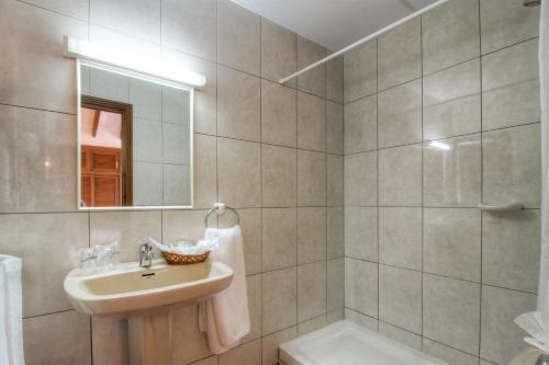 Salle de bains dans l'établissement Hotel Club Sunway Punta Prima