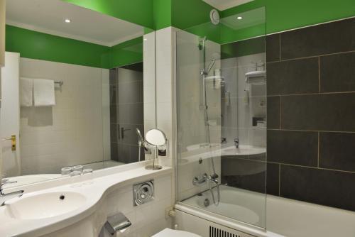 A bathroom at Michel Hotel Wetzlar