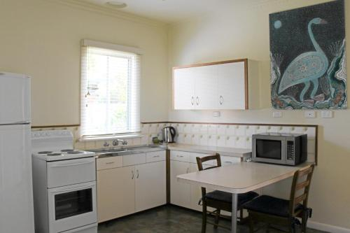 A kitchen or kitchenette at Lakes Entrance Waterfront Cottages with King Beds