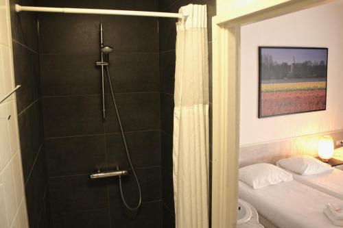 A bathroom at Hotel Benno