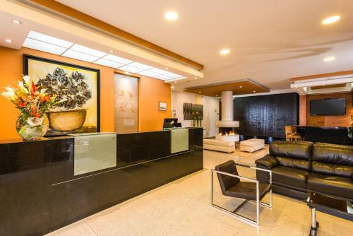 The lobby or reception area at Apartamentos Regency La Feria