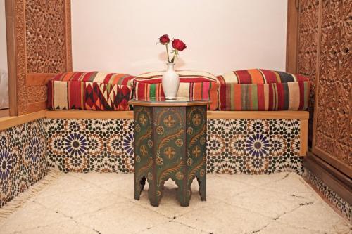 Ein Sitzbereich in der Unterkunft Riad Daria Suites & Spa