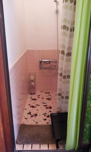 A bathroom at Matsumoto BackPackers
