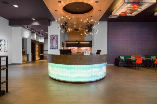 The lobby or reception area at Aloft El Paso Downtown