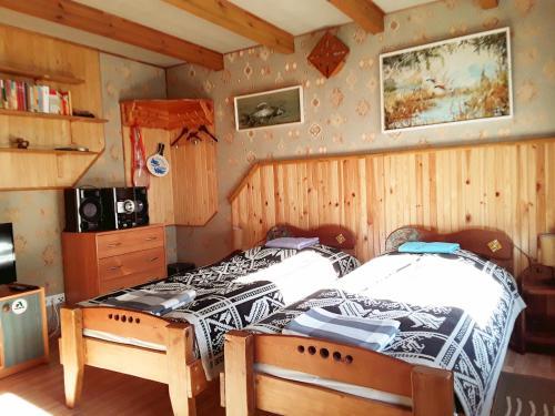 Lova arba lovos apgyvendinimo įstaigoje Taparynė