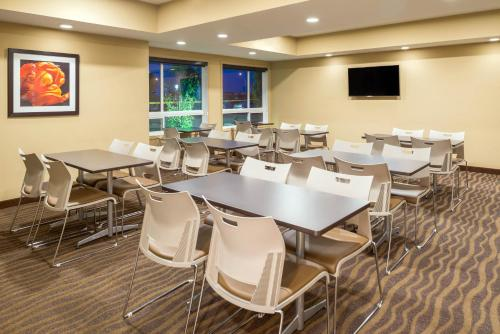 A restaurant or other place to eat at Microtel Inn & Suites by Wyndham Red Deer
