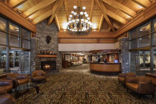 The lobby or reception area at Royal Canadian Lodge