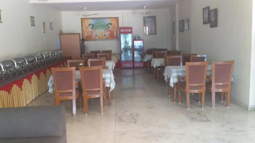 A restaurant or other place to eat at Vamoose Sambodhi
