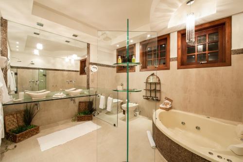 Um banheiro em Quinta da Paz Resort
