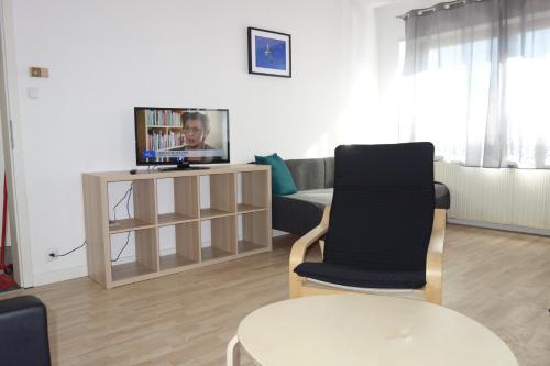 A television and/or entertainment centre at Ferienwohnungen Viersen