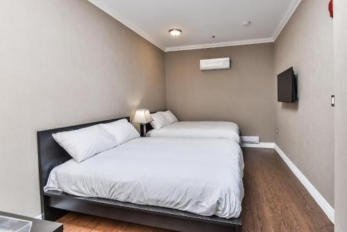 A bed or beds in a room at NU Hotel Toronto Airport