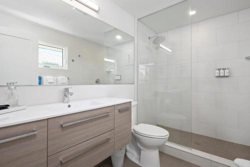 A bathroom at Escape Casey Key