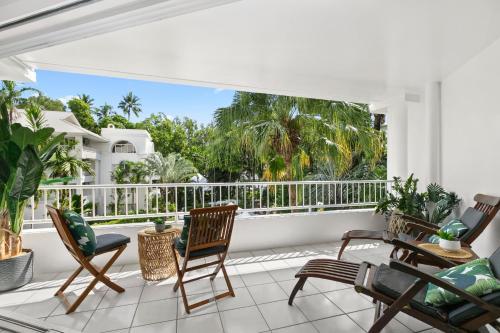 "A balcony or terrace at Belle Escapes - Poolside Apartment Alamanda Beachfront Resort ""56"""