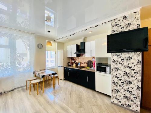 Кухня или мини-кухня в Апартамент на Верхняя Дорога 151
