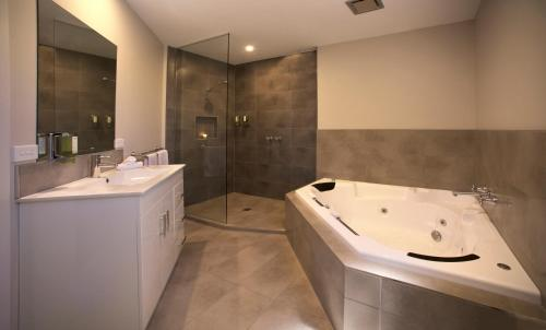 A bathroom at Boathouse Resort Studios and Suites