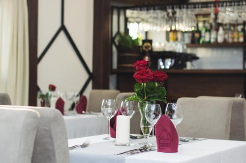 Restauracja lub miejsce do jedzenia w obiekcie Hotel & Spa **** Kasztel Uniejów